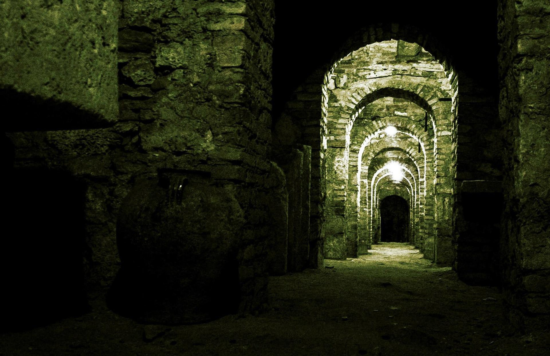 crypt-229934_1920x1240